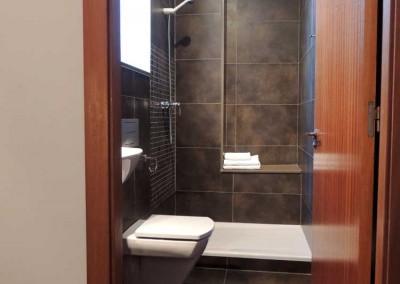 Baño de la habitación doble en primera planta